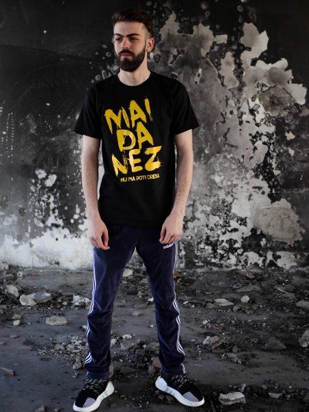 tricou maidanez negru text galben